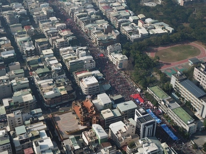 挺韓的遊行隊伍只有前半段人湖較擁擠。(讀者提供)