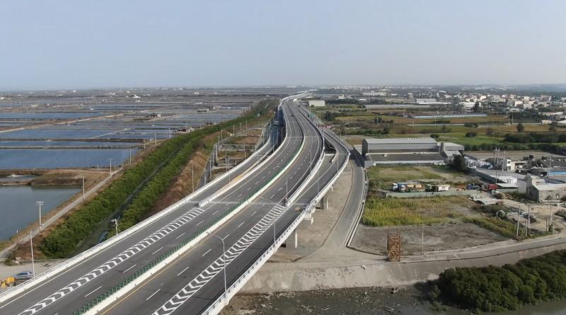 台61線西濱快速道路27日全線通車。(照片由縣府提供)