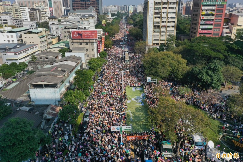 Wecare罷韓大遊行登場 超過50萬人上街高喊「光復高雄」