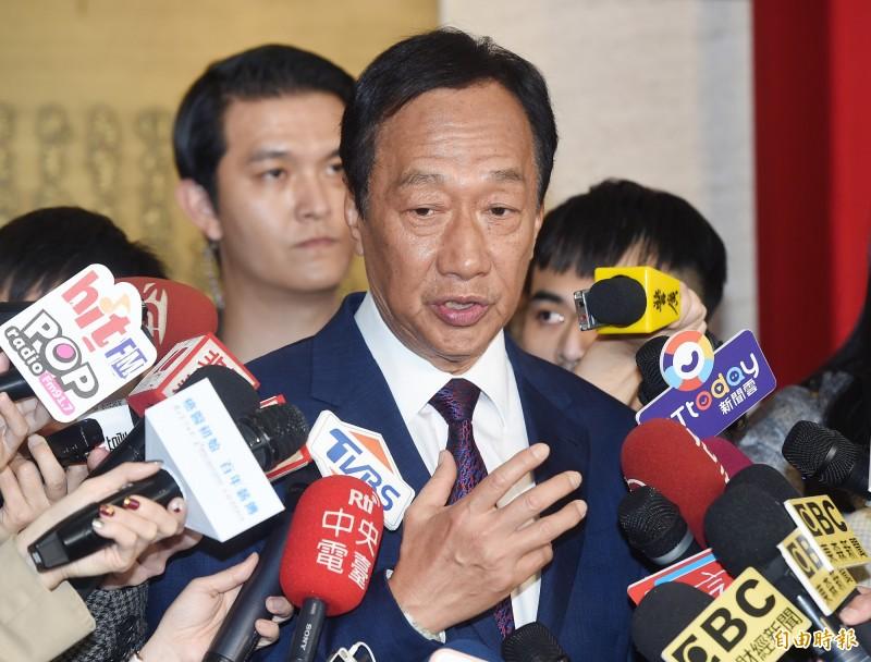 鴻海創辦人郭台銘(見圖)23日接受媒體專訪,被主持人問到願不願意出戰2024年總統大選,他再度強調是中華民國派「都在這裡」,至於用什麼方式選,他坦言還沒有想法。(資料照)