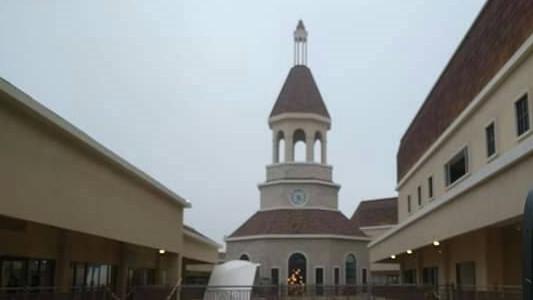 麗寶Outlet Mall二期,以義大利渡假勝地為設計概念。(記者張軒哲翻攝)