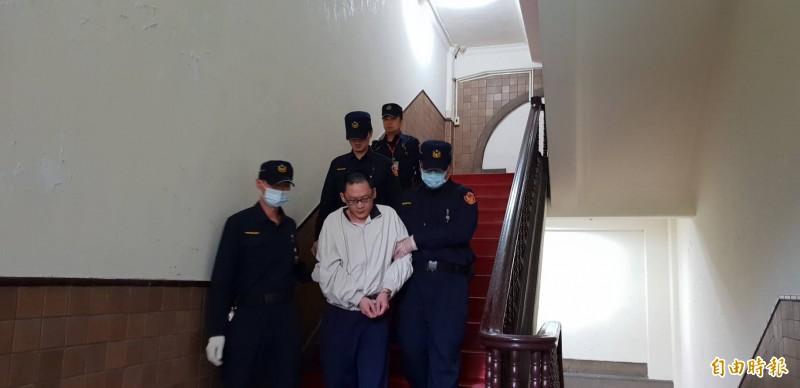 高院更審今召開女童「小燈泡」命案辯論庭,王景玉被還押時被問及是否害怕被判死刑問題,均迴避不答。(記者楊國文攝)