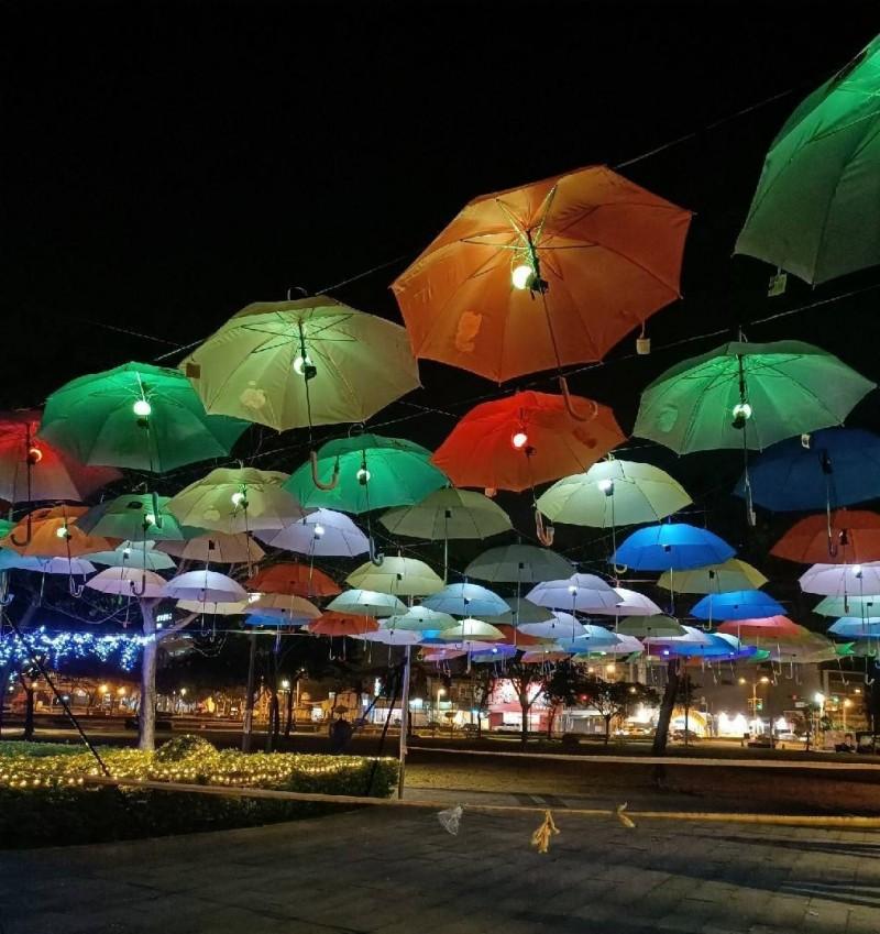 「傘傘動人」是燈會大賣點。(圖由林園區公所提供)