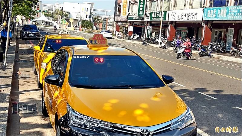 明年元旦開始,每天上午11時至下午1時,台南64處公有路外停車場將開放計程車免費停車。(記者劉婉君攝)