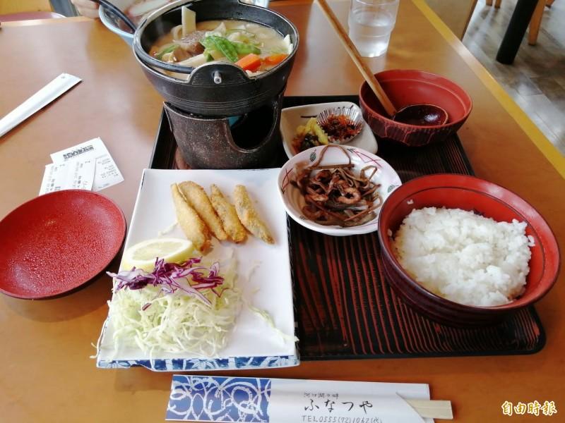 日本也有不少餐廳、食堂,尤其是上班族常光顧的便當店、美食街僅販售冷食,很多日本人也早就習慣,甚至認為冷掉的炸豬排、可樂餅等炸物更好吃。圖為日本料理示意圖。(讀者提供)