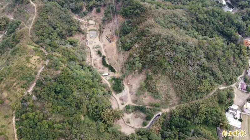 民眾用空拍機拍下頭屋鄉獅潭村一處山坡地保育區遭濫墾的情形。(記者彭健禮翻攝)