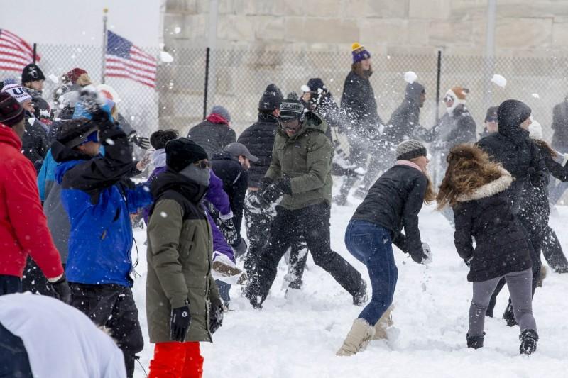 美國威斯康辛州沃索有望解除長達57年的「打雪仗禁令」。照片為打雪仗示意圖。(法新社)