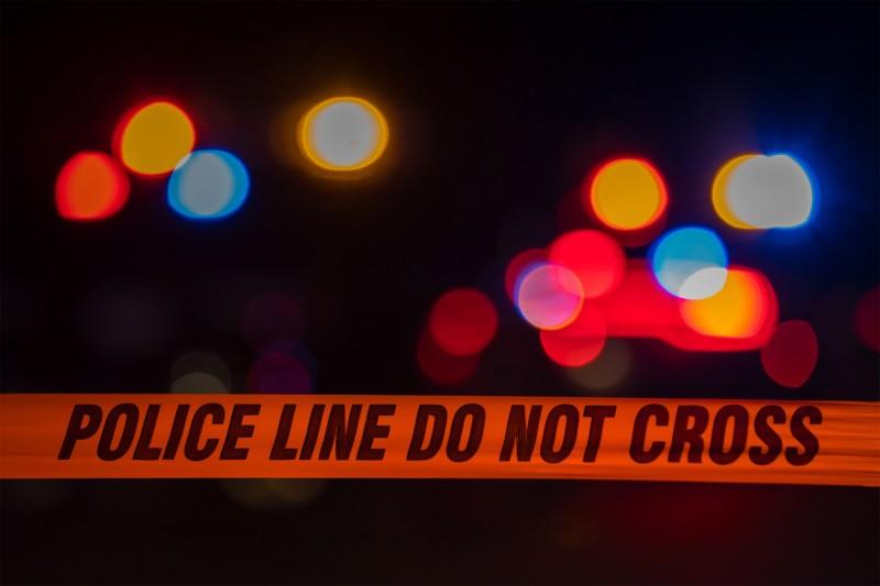 美國空軍退伍軍人在加州經營商店被搶劫,他為了保護自己和同事伺機取槍反擊,成功將1名嫌犯擊斃。加州警方現場封鎖線示意圖。(歐新社)