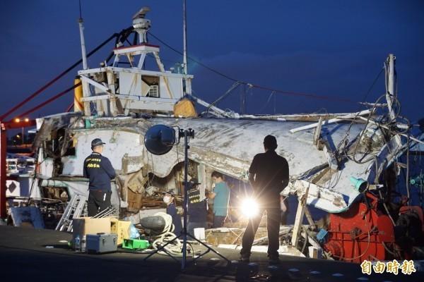 海軍金江艦雄三飛彈誤射,造成「翔利昇號」漁船船長黃文忠死亡、3名船員受傷,3名軍官今遭判刑確定。圖為「翔利昇號」船體。(資料照)