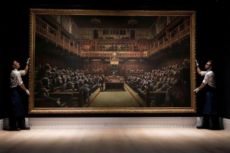 英國塗鴉大師班克西的畫作「下放國會」,10月在拍賣會拍出1110萬歐元天價。(路透)
