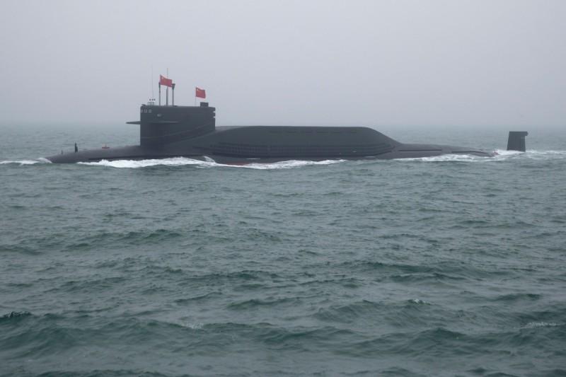 中國解放軍22日以094型核潛艦試射巨浪3型飛彈。圖為今年4月在解放軍海軍閱兵中亮相的094型核潛艦。(法新社)