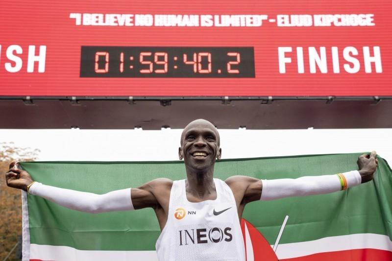 肯亞長跑名將基普柯吉成為史上第一位2小時內全馬達標傳奇。(歐新社)