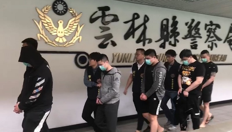 警方逮捕5名嫌犯,其中4人是毒蟲。(記者張瑞楨翻攝)