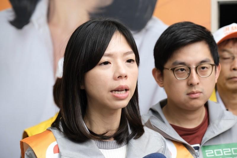 立委洪慈庸回應郭台銘的結婚生子攻擊指出,「女性的選擇」在選舉場合被男性拿來質疑、攻擊。(洪慈庸服務處提供)