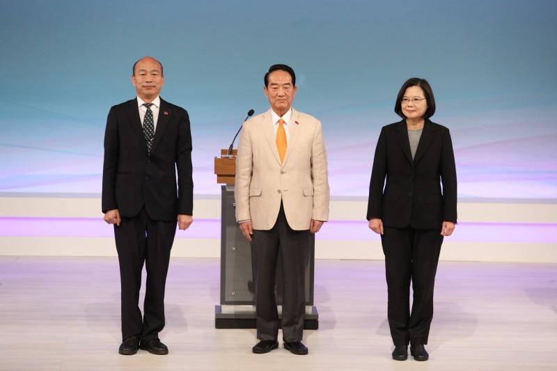 記者協會指出,韓國瑜(左)的言論與宋楚瑜(中)、蔡英文(右)比起來,不尊重媒體採訪權。(台北市攝影記者聯誼會提供)