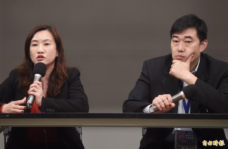 韓國瑜競選辦公室總發言人王淺秋(左)、國政顧問團成員、律師葉慶元(右)。(記者簡榮豐攝)