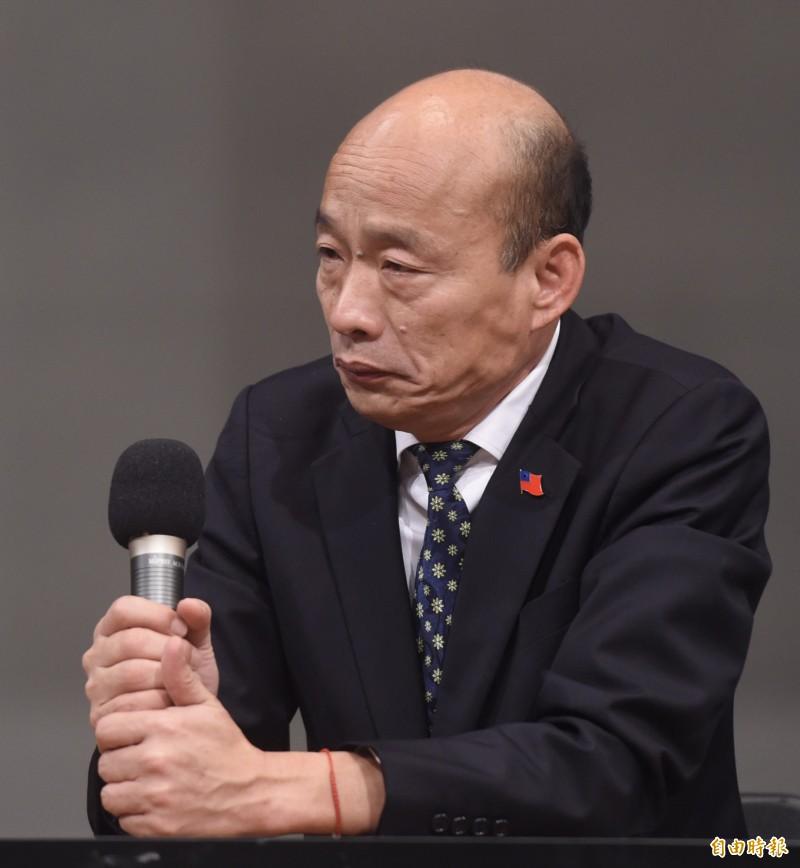 國民黨總統候選人韓國瑜在唯一一場辯論會上,針對「反滲透法」指是在2300萬老百姓的脖子上都綁著一顆炸彈,在會後記者會上,更提質疑一旦通過,「未來宗教團體不管是拜媽祖、拜關公隨時會被起訴」。(記者簡榮豐攝)