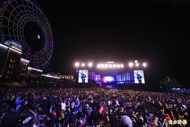 台中跨年主場在后里麗寶樂園,吸引大批民眾到場。(記者歐素美攝)