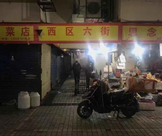 「賣野味」的店家位於武漢華南海鮮市場西區六街,目前都已關門。(圖擷取自《紅星新聞》)