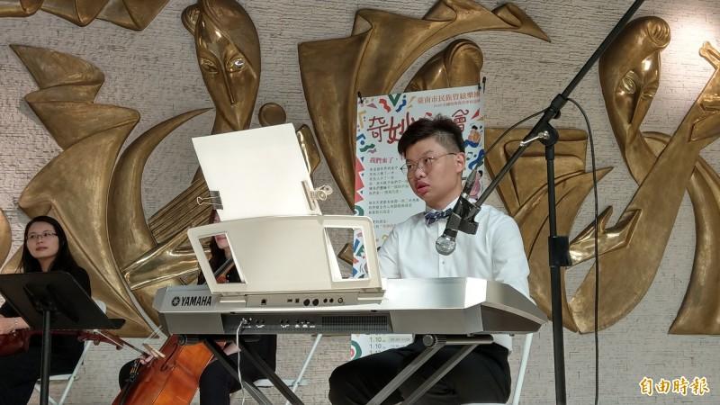梁鎮璽喜歡分享自己的音樂。(記者劉婉君攝)