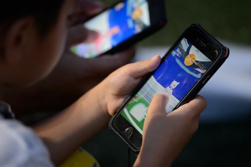 寶可夢風潮持續在全球延燒,卻也引發許多違規事件。圖為《Pokémon GO》遊戲示意圖。(彭博)
