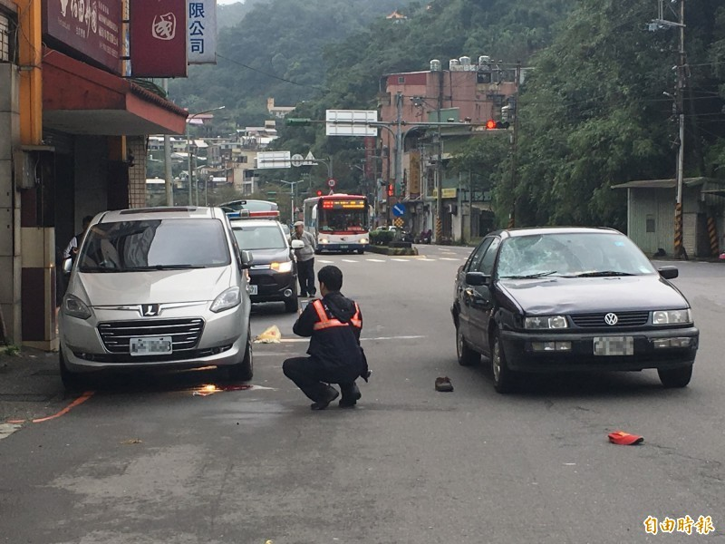 車禍發生後,警方到場採證。(資料照)