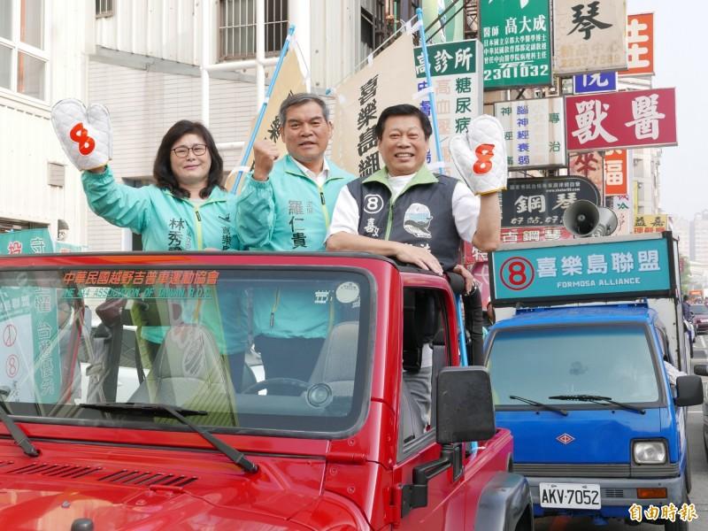 喜樂島聯盟在台中市車隊遊行拜票,催政黨票。(記者蔡淑媛攝)