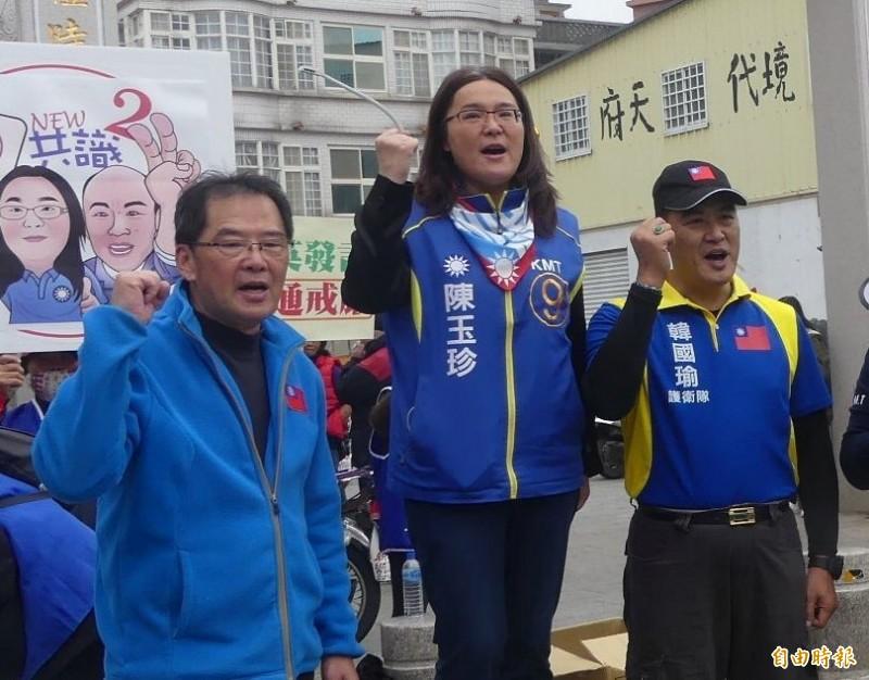 陳玉珍(中)參加反「反滲透法」連署活動後,又針對外界對她的不實指控,再發新聞稿澄清。(記者吳正庭攝)
