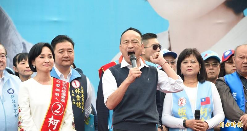 韓國瑜(中)質疑台灣中邪,管碧玲痛批「一種想要從黑鷹事件賺飽選票的衝動,是那麼克制不了的嗎?」(資料照)