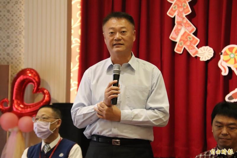 公路總局西部濱海公路北區臨時工程處副處長李宗仁今天宣布西濱新豐到鳳鼻路段本月22日會正式通車。(記者黃美珠攝)