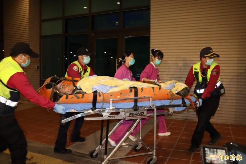 黃佑民中將在黑鷹失事後,緊急送到醫院搶救。(資料照)