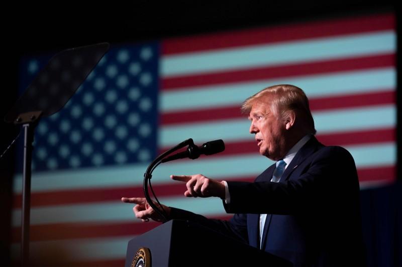 川普對伊拉克撂下狠話,若趕走美軍,伊拉克將面臨從未體驗過的制裁,讓「對伊朗的制裁看起來像是小兒科」。(法新社)