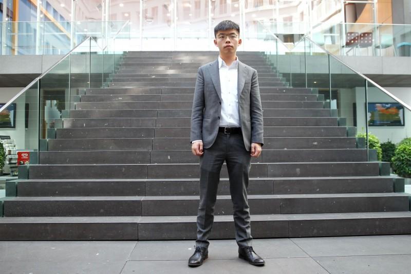 香港眾志秘書長黃之鋒(見圖)臉書貼影片替台灣催票,呼籲台灣的選民1月11日出門投票。(法新社)