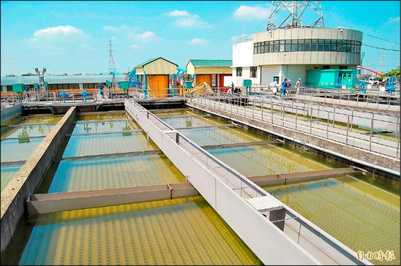 官田曾文淨水場目前每日出水約五.五萬噸,正進行第一期擴建工程。(記者楊金城攝)