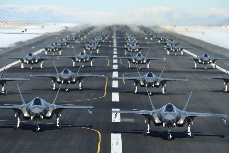 美國猶他州的希爾空軍基地6日舉行「大象漫步」飛行演習,多達52架的F-35A戰鬥機參與,場面非常壯觀。(照片取自第388戰鬥機聯隊臉書)