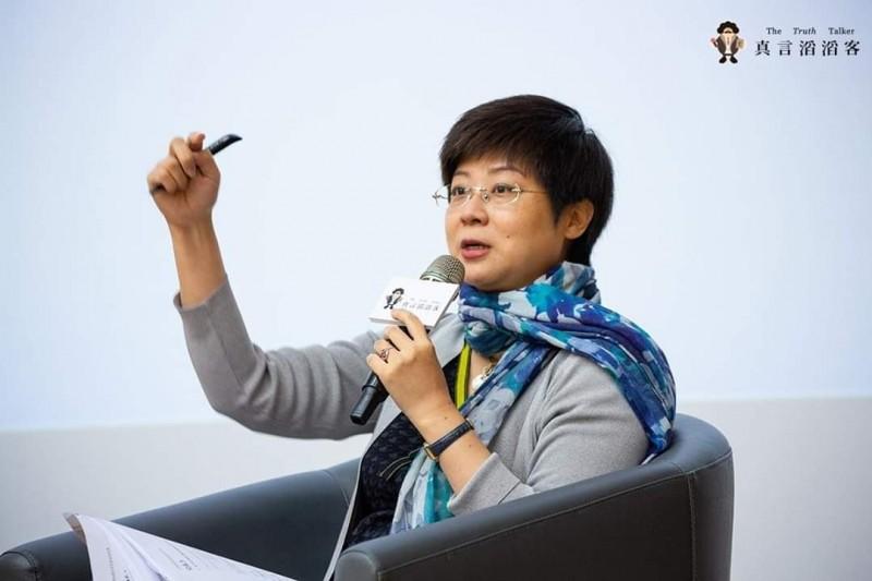交大科法所特聘教授林志潔等人贊助經濟弱勢的學生車票費,事實上除了交大學生之外,她還幫助不少海外台灣留學生得以搭機返台投票。(林志潔提供)