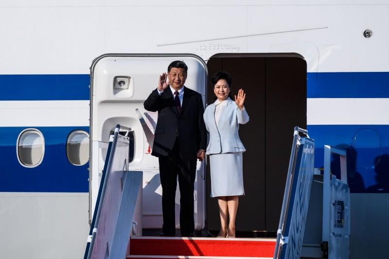 中國廣東一名徐姓網友疑在微信發布「把習大大的老婆泡到來」字眼,傳被警方抓捕,目前未知其下落。(法新社)