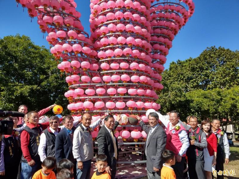 魚池鄉公所首度舉辦燈會,要在「最美校園」三育基督學院打造「森林燈會」氛圍。(記者劉濱銓攝)