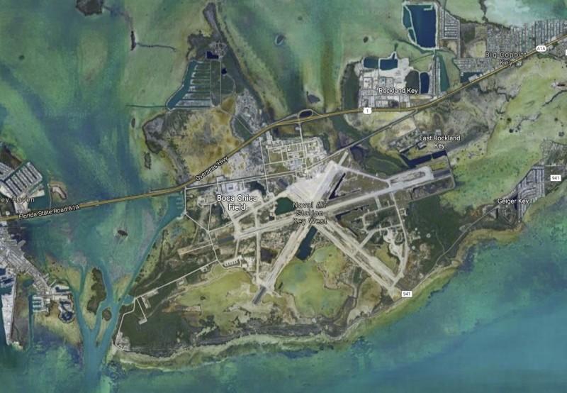 2名中國籍男子擅闖美國佛羅里達州的西島海軍航空基地拍照,旋即被捕。這是西島基地不到一年來第3度被中國籍人士闖入拍照。(圖擷自Google地圖)