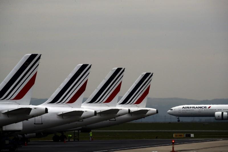 法國航空班機從象牙海岸飛達巴黎戴高樂機場後,發現一名年約10歲的偷渡客陳屍起落架上。(美聯社)