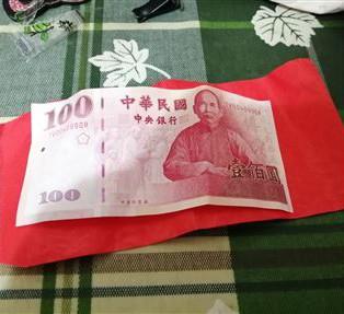 民眾收到百元紅包PO網分享。(畫面擷取自爆廢公社)