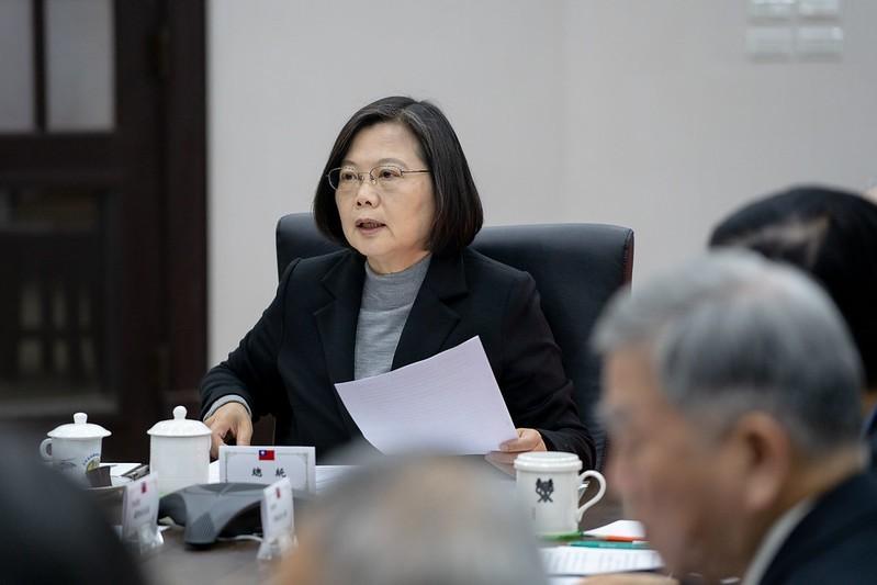 蔡英文(見圖)在接受時代雜誌專訪中說,要維持跟中國的關係,必須要來自台灣人的自信跟台灣人的實力,她認為「真正的問題就是我們是不是夠團結,我們的實力是不是夠強」。圖為蔡英文9上午召開國安高層會議。(圖由總統府提供)
