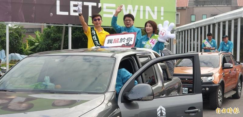 超級助選員,屏東縣長潘孟安一天站吉普車15個小時輔選。(記者葉永騫攝)
