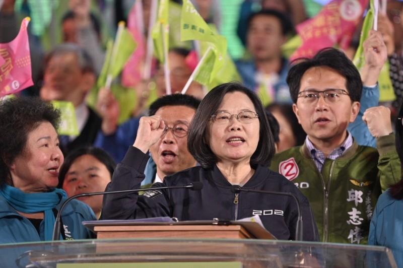 蔡英文呼籲高雄鄉親,已經被韓國瑜騙一次,不要被他騙兩次。(蔡英文高雄競選總部提供)