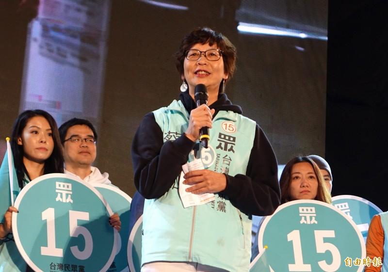 台灣民眾黨選前之夜造勢,蔡壁如上台喊話,眾黨如果沒有100萬票,民在國會就沒有辦公室、沒辦法提案,沒有150萬票,她就沒辦法前進國會,沒有辦法為柯文哲奠基2024的第一步。(記者王藝菘攝)