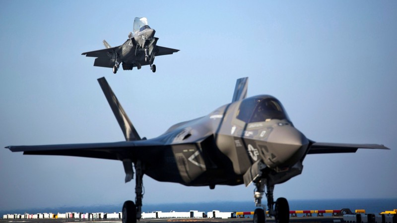 美國務院批准對新加坡出售最多12架可短場起降的F-35B及相關設備,取代1998年服役至今的一批F16戰機。F-35B示意圖。(路透)