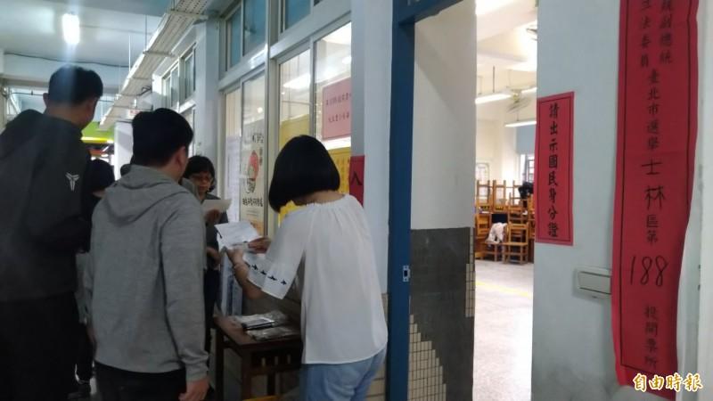 台北市士林區天玉里進行投票。(記者蔡亞樺攝)