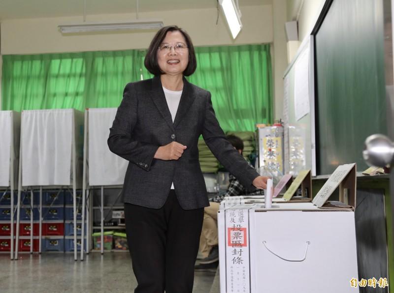 2020總統大選,中選會方面目前統計蔡英文已取得712萬票,大勝韓國瑜的475萬票。(記者叢昌瑾攝)