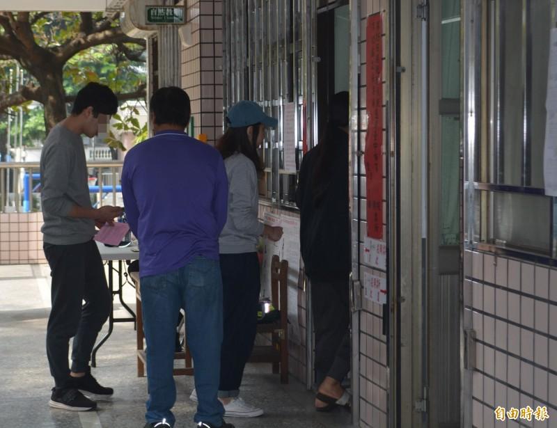 台灣第15任總統、副總統及第10屆立委選舉投開票11日登場,這次國會改選將選出113席立委,共有410位區域立委候選人角逐73個席次,另由19個政黨提出217位候選人爭搶34席不分區立委席次。(記者陳建志攝)