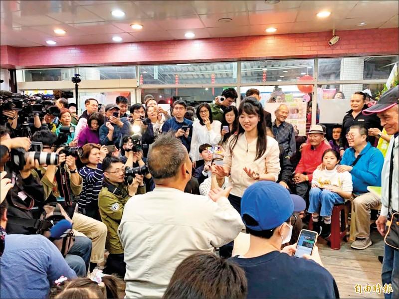 高嘉瑜表示,國民黨整體大環境不利,包含吳斯懷列入國民黨不分區、香港事件都是因素,但也希望這次選戰能讓國民黨覺醒和反省,不能一昧的親共。(記者楊心慧攝)